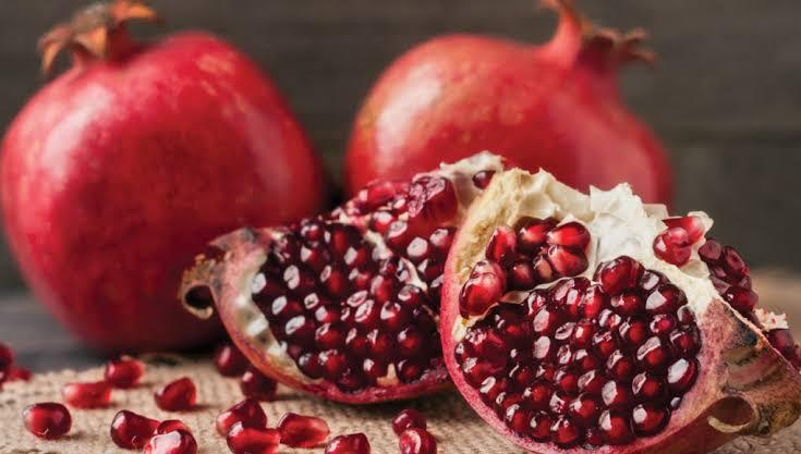 10 Benefits to Eat Pomegranates