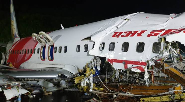 Kerala: Pilots trying to save the aircraft till the end, lost their lives